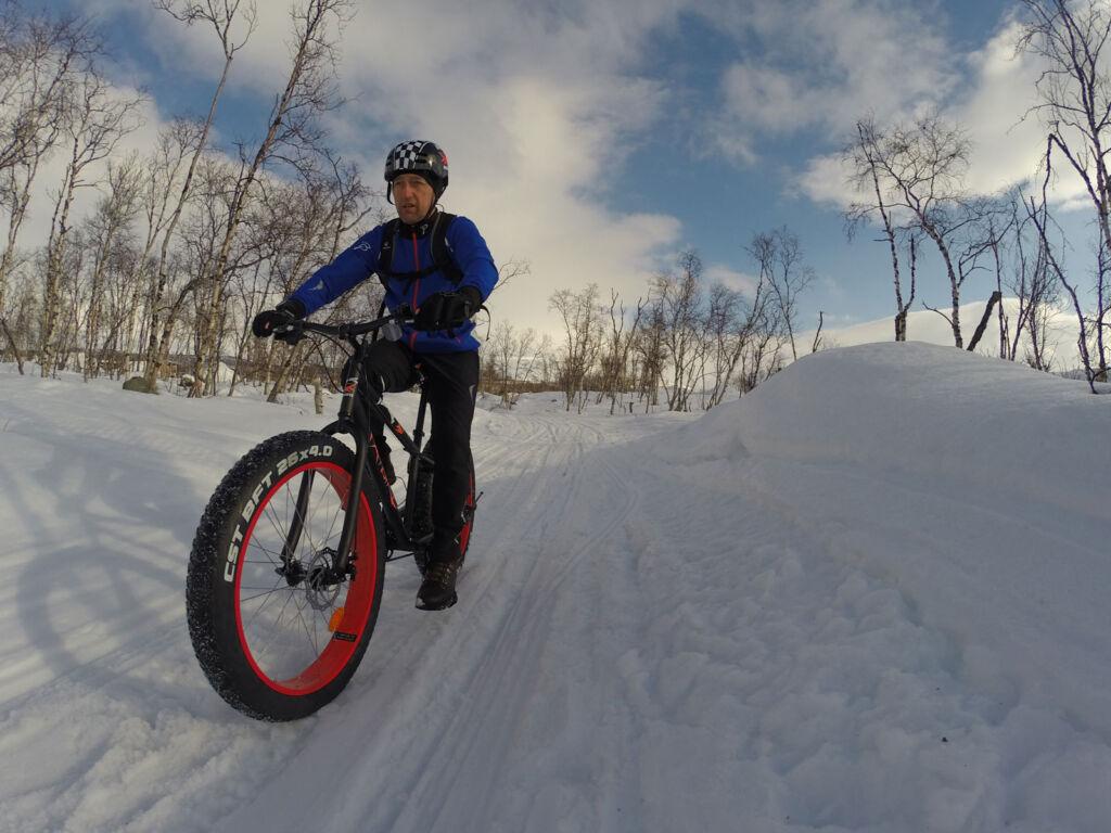 A man riding a Fatbike through the snow