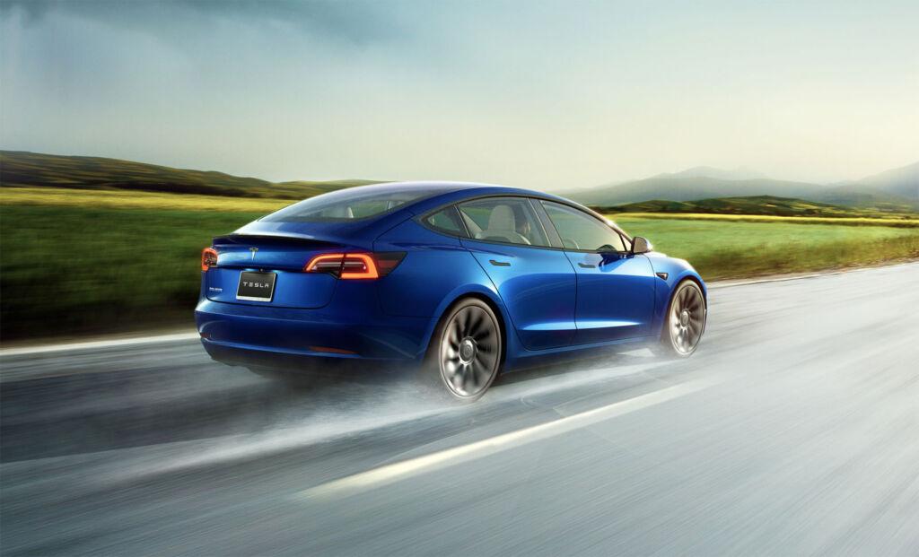 Driving a Tesla Model S in the rain