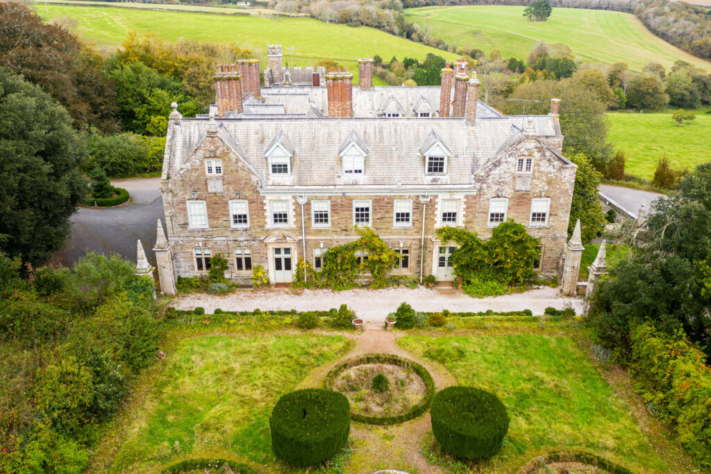 An aerial view of the property showing some of its spectacular surroundings