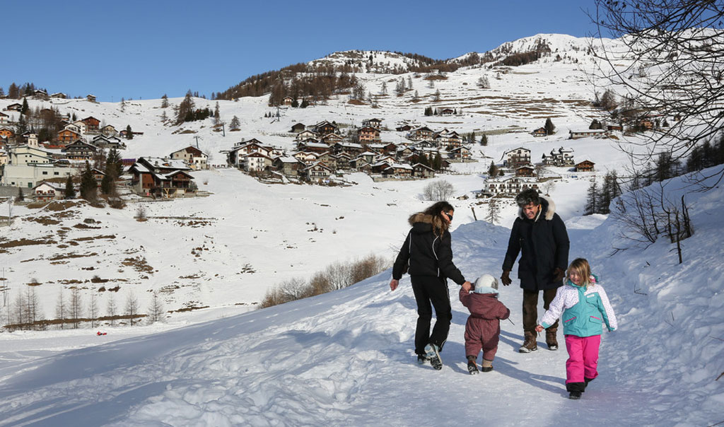 A family enjoying a walk in the snow in Chamois